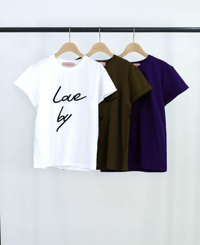 Love by レタード刺繍Tシャツ