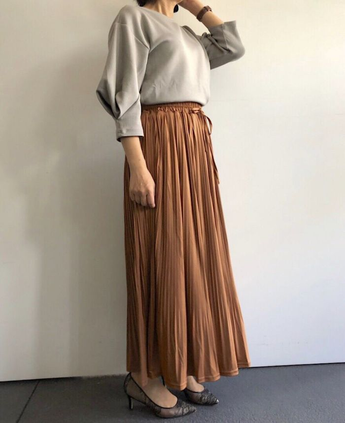 プリーツドロストロングスカート