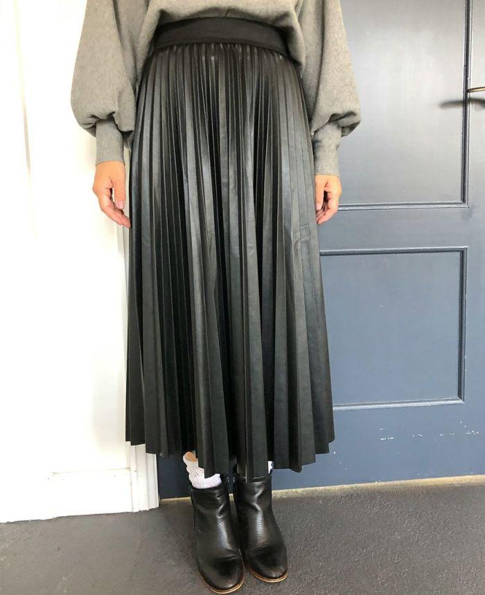 フェイクレザーアコーディオンロングスカート