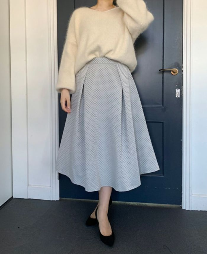 Mサイズ着用 女性らしいミモレ丈