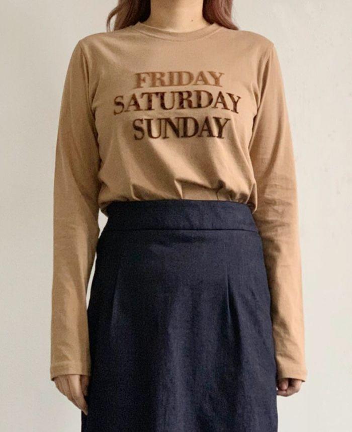 FRIDAYレタードTシャツ