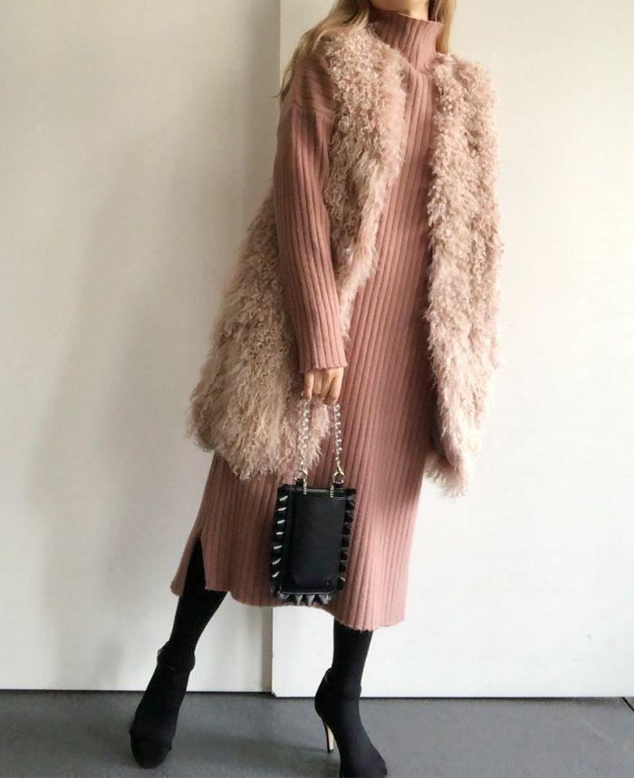 身長159cm 同系色のファーベストでピンクのフェミニンコーデ