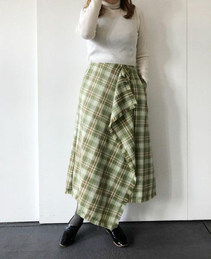 身長159cm 白のニットとグリーンのスカートで春らしく