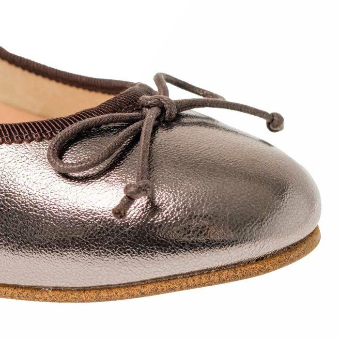 足なじみの良い色展開