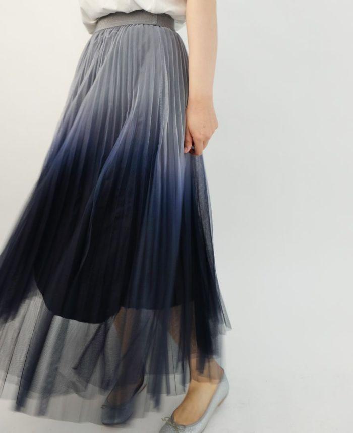 揺れる透けるスカート