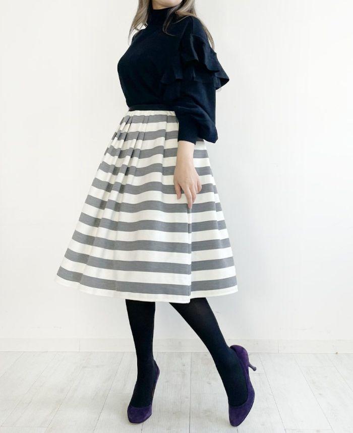 ライトグレーのボーダースカート