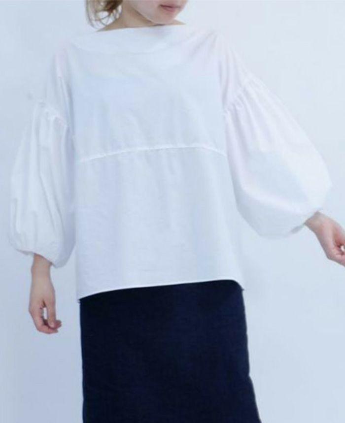 白のふんわりお袖ブラウス