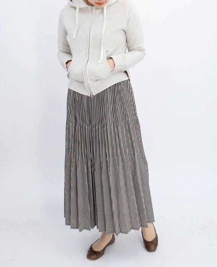 山の手パーカーにギンガムチェックのプリーツスカートをコーディネート