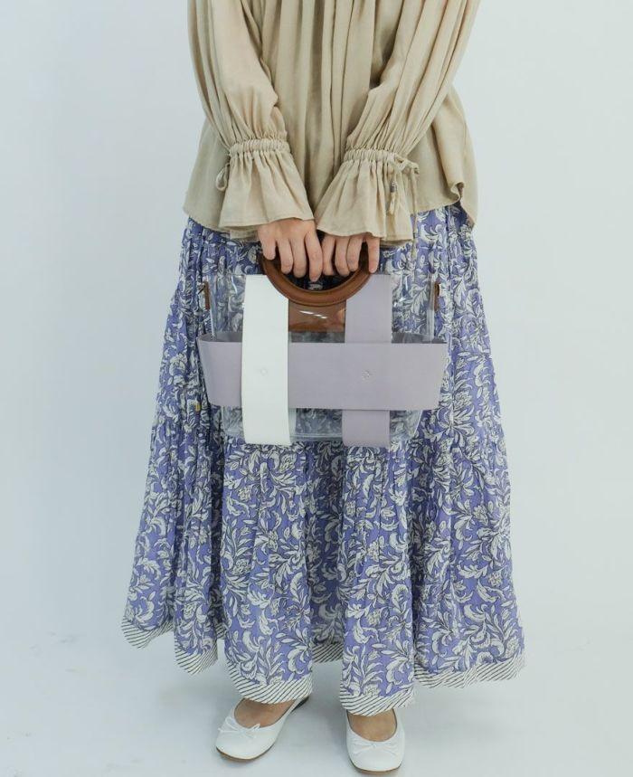 バイカラーベルトクリアバッグをボタニカルスカートとコーディネート
