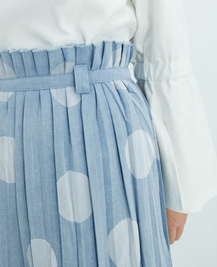 大き目のドットがかわいいドットデニムプリーツスカート