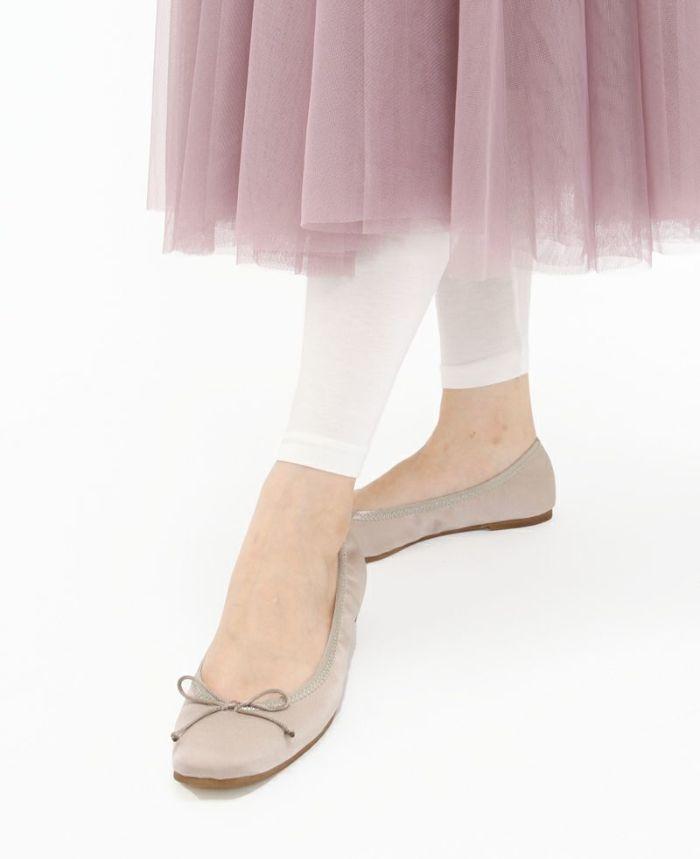 カットソーレギンス ホワイトをピンクのチュールスカートでガーリーに