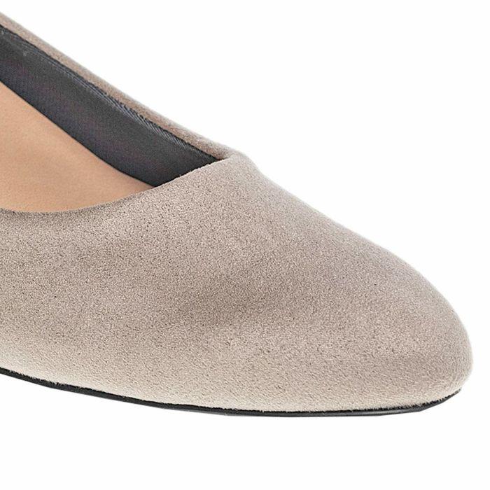 シンプルなシューズボックスにはメッセージのついたゴムバンド付き