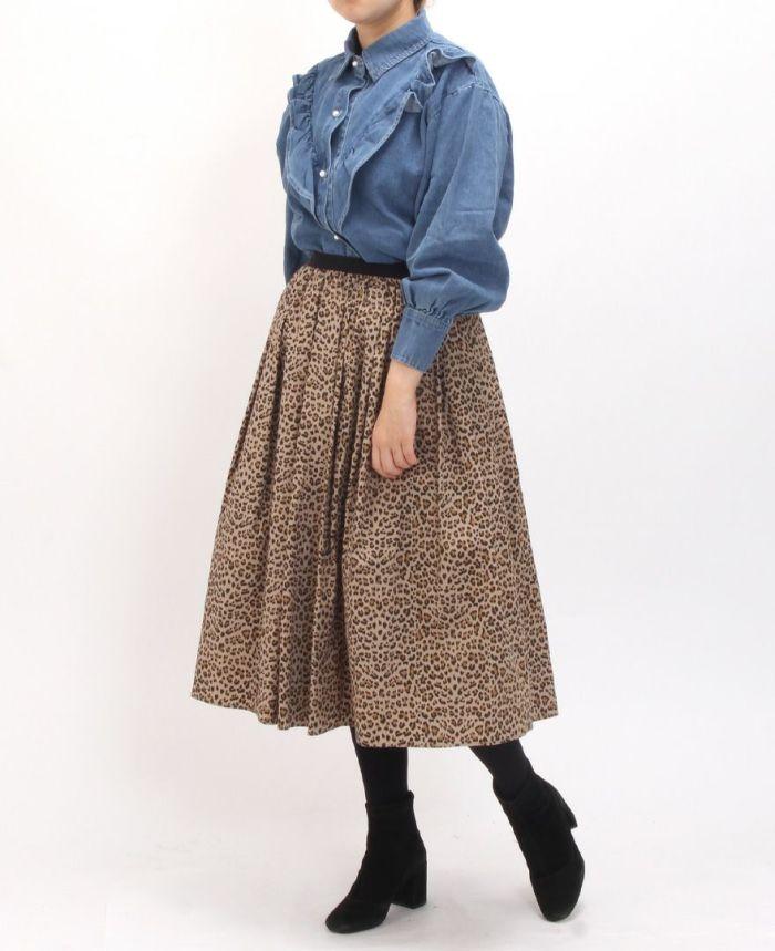 フリルデニムシャツ レオパードスカートと合わせたコーディネート