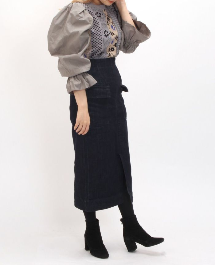ボリュームスリーブニットトップス ブラックのタイトスカートとブーツとタイツを合わせたコーディネート。