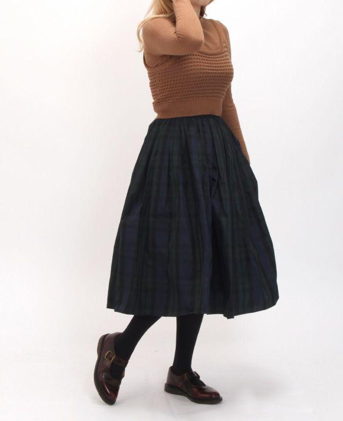 リブニット+カギ編みビスチェSET フレアスカートを合わせたコーディネート。