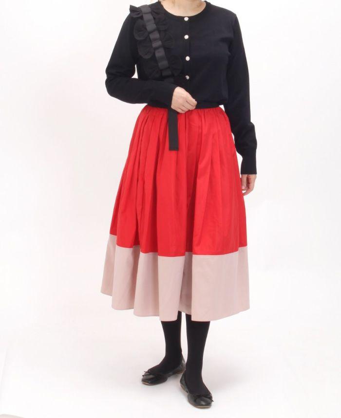 立体リボンカーディガンブラックカラーとレッド×ピンクカラーを合わせた秋のコーディネート。