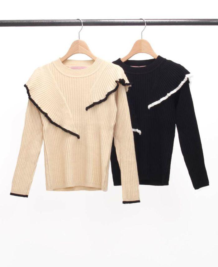 ニュアンスフリル長袖ニットとブラックとベージュの2色カラー。