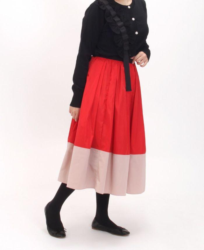 神戸・山の手 だんだんエシカルスカート ミモレ丈とカーディガンを合わせた秋コーデ。