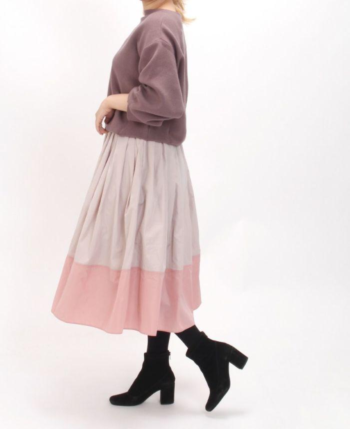 神戸・山の手 だんだんエシカルスカート ミモレ丈とブラウンニットを合わせた大人可愛いコーデ。