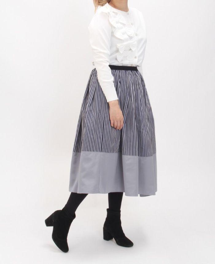 神戸・山の手 だんだんエシカルスカート ミモレ丈 立体カーディガンを合わせた大人可愛い秋のコーデ。