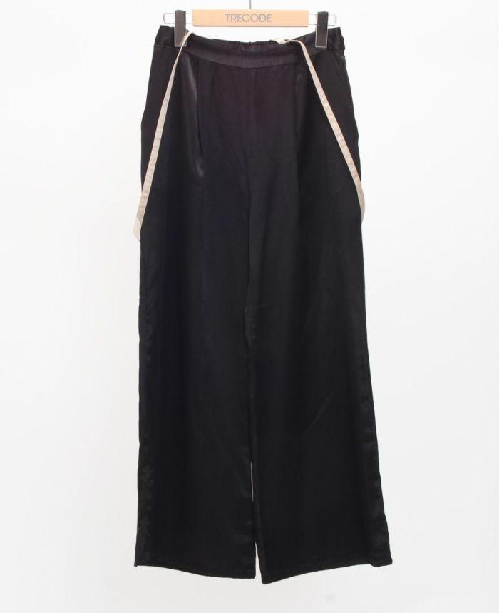 サスペンダー付きサテンワイドパンツ ブラックカラー