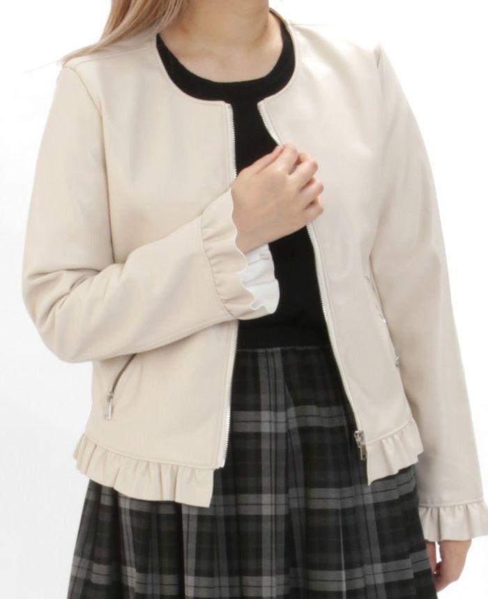 フェイクレザージャケット ベージュと神戸・山の手チェックスカートとタイツを合わせた秋冬コーディネート