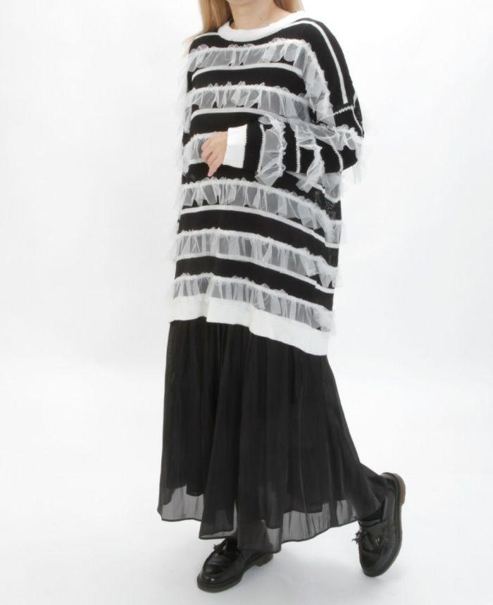 チュールボーダーニット ブラックスカートを合わせた秋冬コーディネート