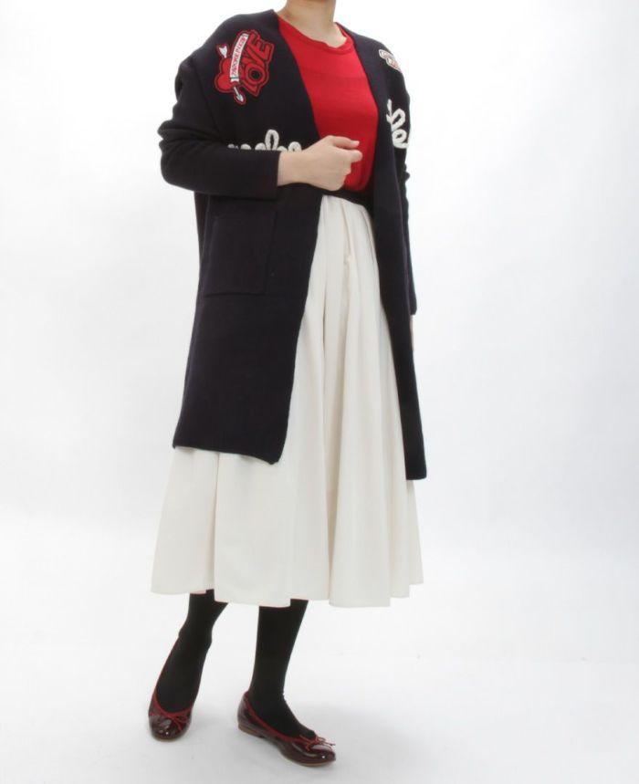 レタードロングカーディガン 神戸・山の手スカートアイボリーカラーとタイツを合わせた秋冬コーディネート。