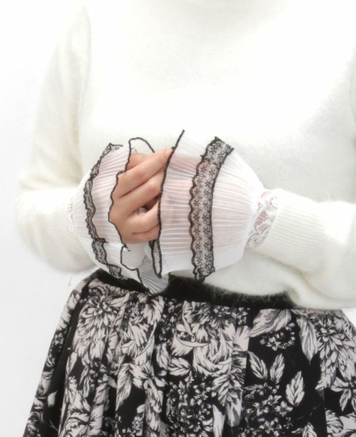 レースつけ袖 にっとレイヤードとジャガードスカートを合わせた秋冬コーデ