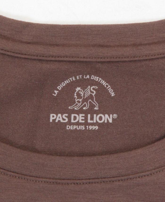 PAS DE LION(パドゥリオン) 長袖Uネックカットソー ロゴ