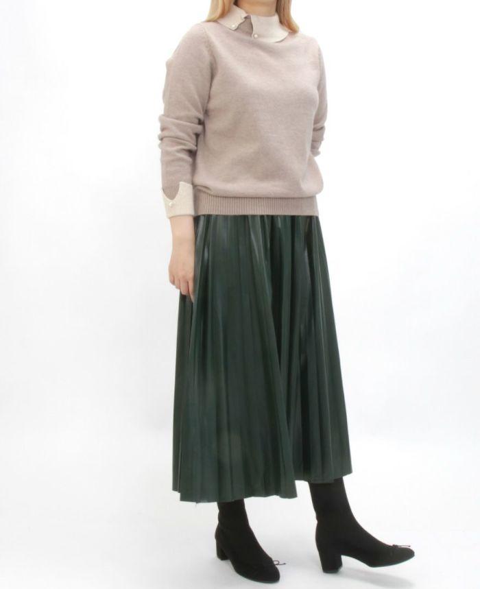 襟付きニット ベージュ プリーツロングスカートと合わせた冬コーデ