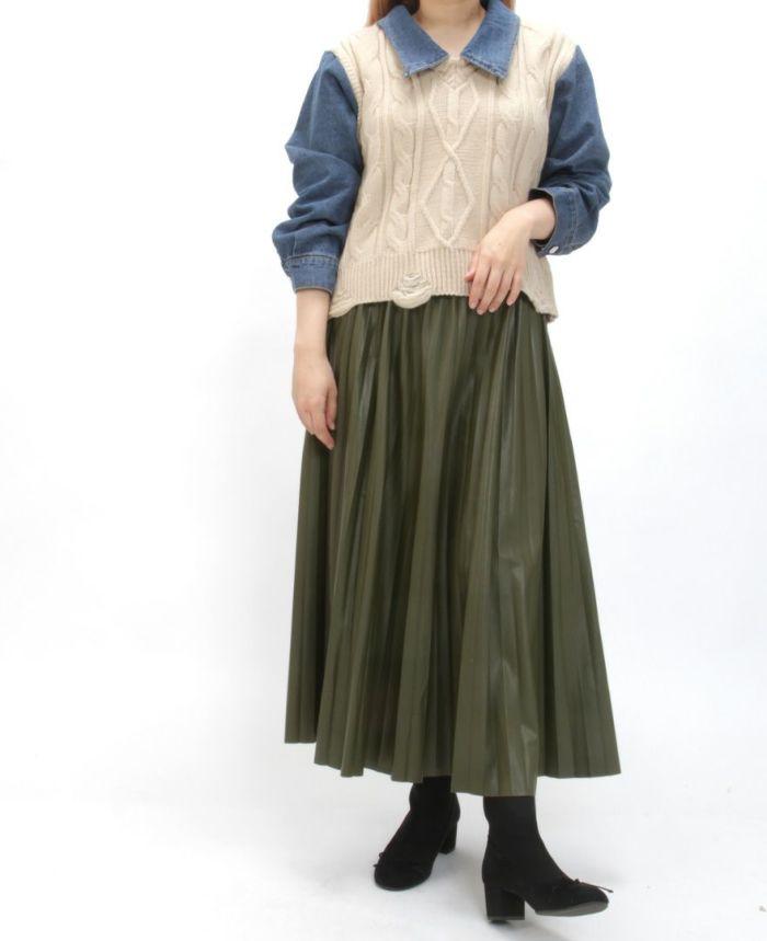 レザープリーツスカート ドッキングデニムシャツニットとブーツを合わせた秋冬コーデ