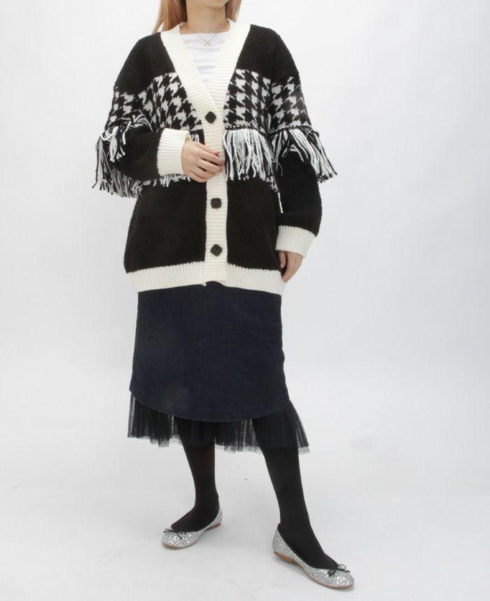 千鳥タッセルフリンジカーデ デニムタイトスカートと合わせた秋冬コーディネート。