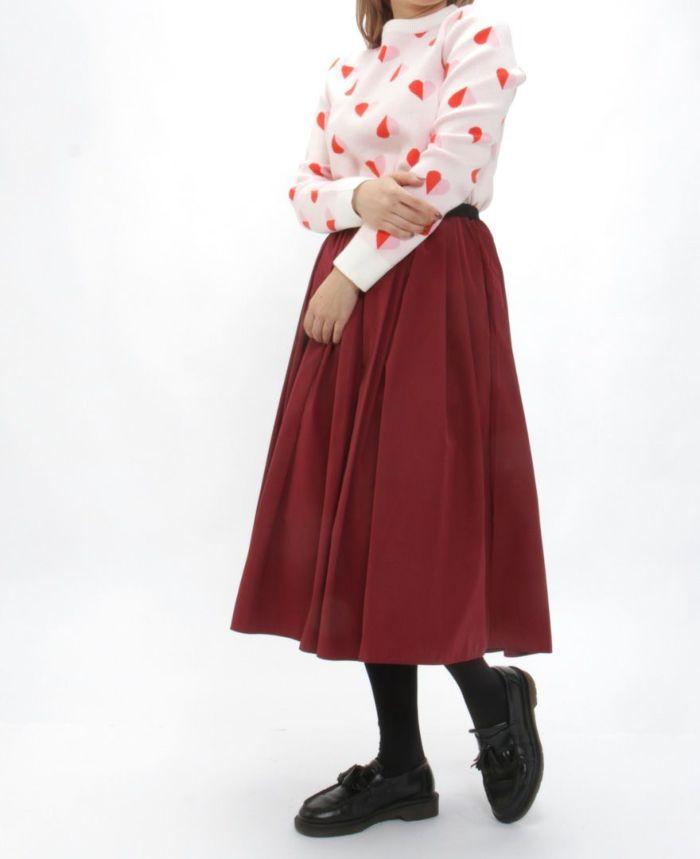 ハートニット アイボリーピンク ワインボルトカラーのスカートを合わせた秋冬コーディネート