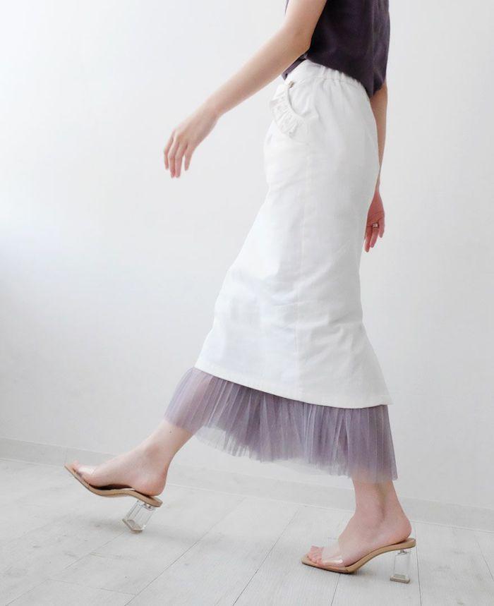 ピンクの神戸・山の手ポケットフリルスカート ホワイトのTシャツ シルバーのバレエシューズ