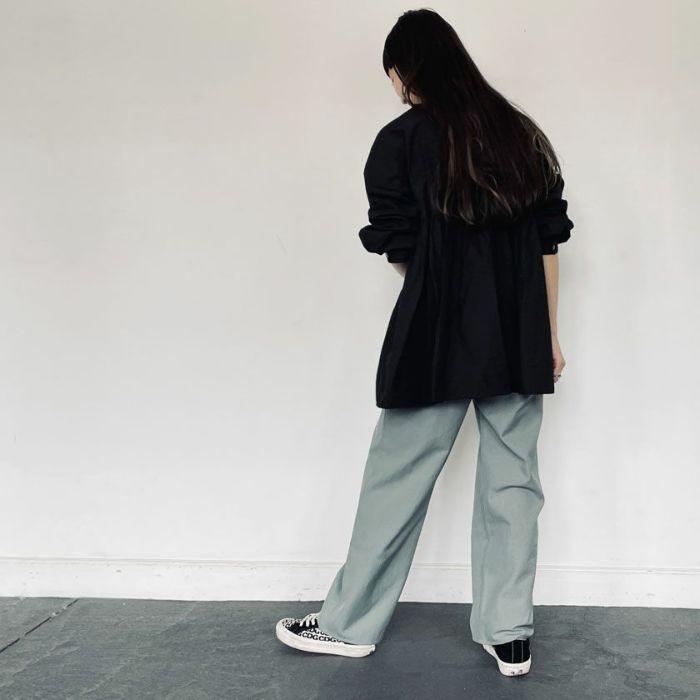 ブラックカラースタンドカラーペプラムシャツ