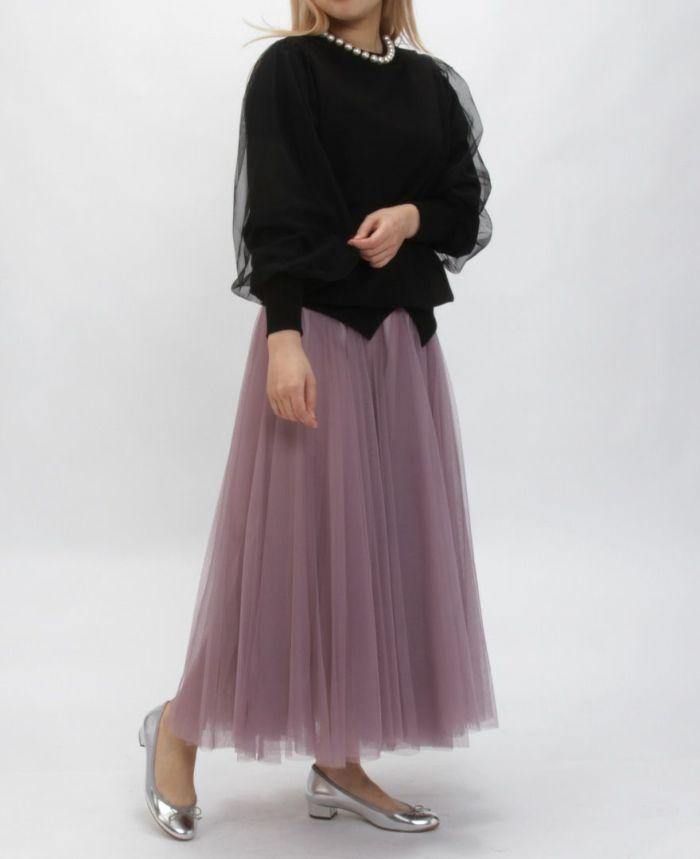 ブラックのチュールスリーブパールネックトップス ピンクのちょーるスカート シルバーのバレエシューズ