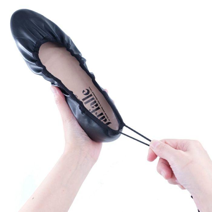 履き口のゴムで調整可能