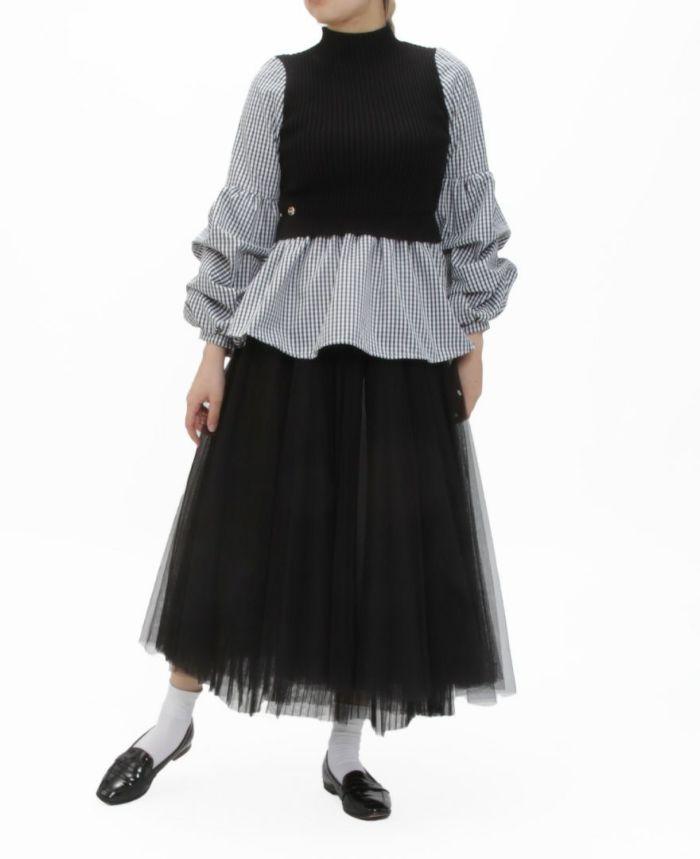 シフォンスリーブニットドッキングトップスギンガム着用画像 ブラックのチュールスカート ブラックのローファー