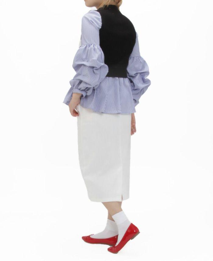 シフォンスリーブニットドッキングトップスストライプ着用画像 ホワイトのタイトスカート レッドのバレエシューズ