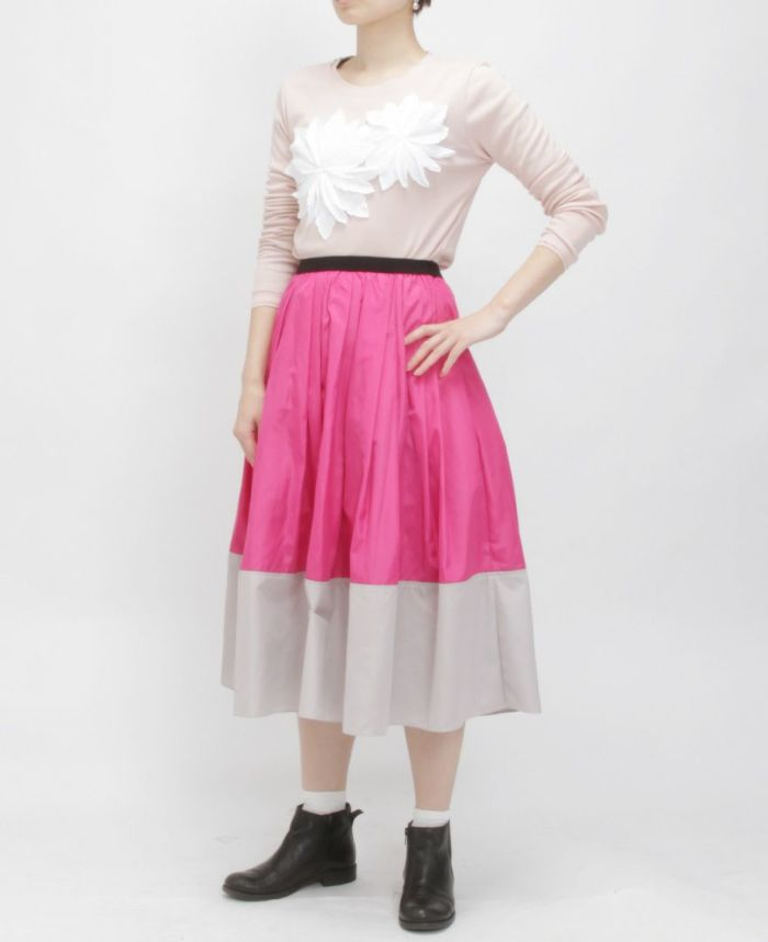 お花アップリケ長袖Tシャツ だんだんスカート 着画像