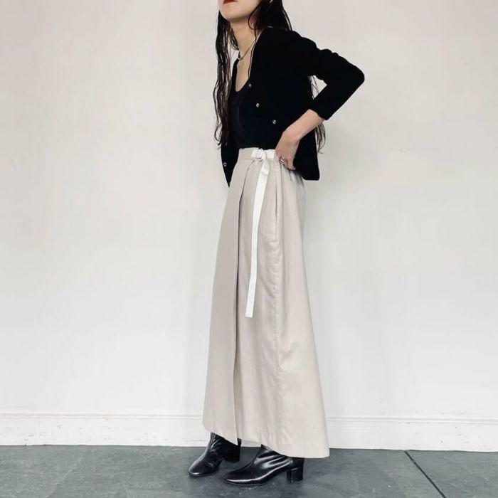 綿麻ラップスカート ベージュカラーとカーディガンと合わせた春コーディネート。