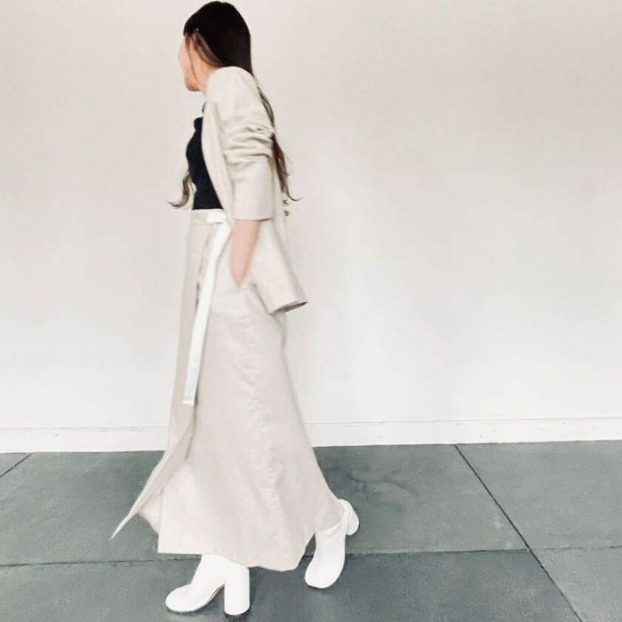 綿麻ラップスカートベージュカラー 春におすすめの綿麻素材を使ったノーカラージャケット。