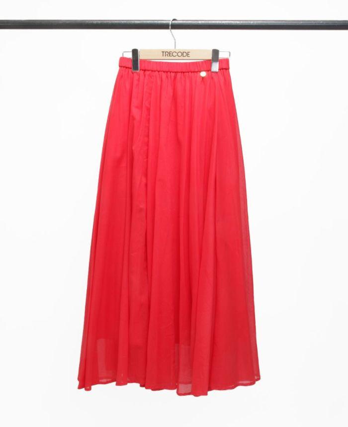 鮮やかな赤色のサマースカート