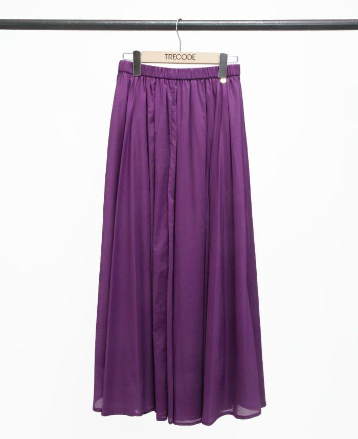 鮮やかな紫色のサマースカート