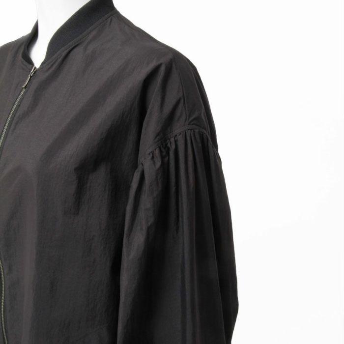 タフタブルゾン袖部分