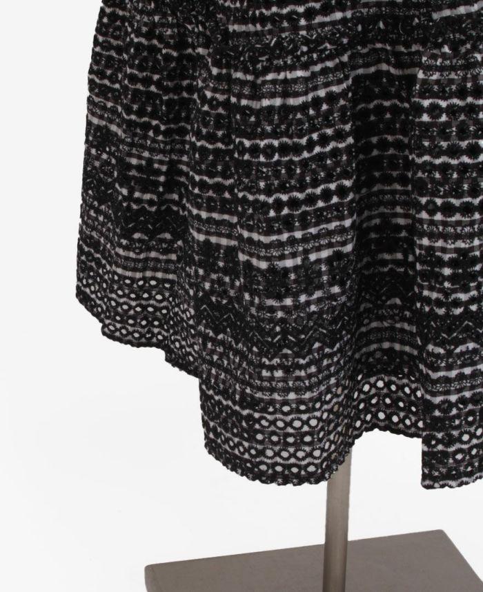 パンチングスカートの裾詳細