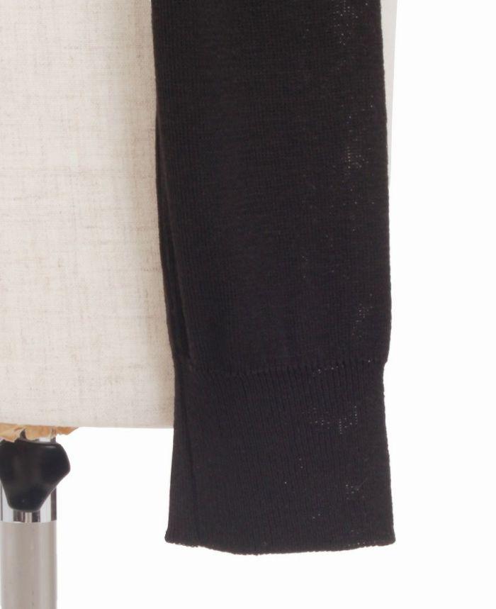 パールボタンカーディガンの袖詳細