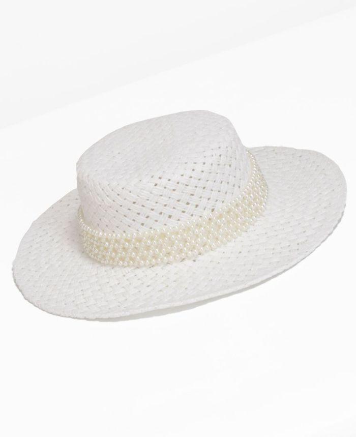 大人な女性が身に着けるホワイトカンカン帽子