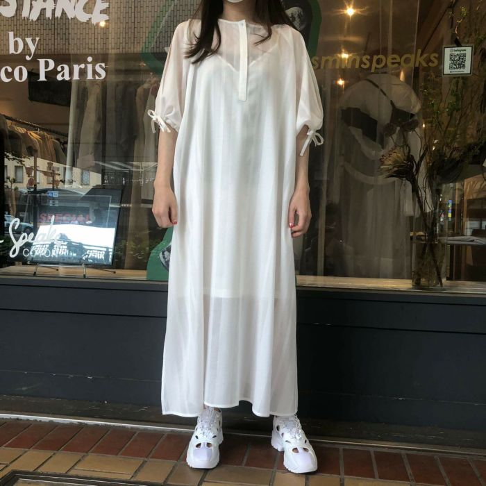 okieku(オキラク)×JasminSpeaks 袖スリットワンピース